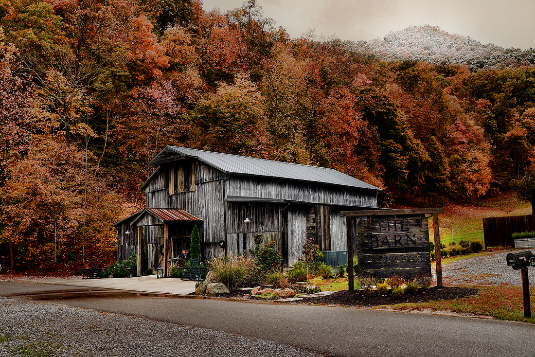 This weekend in Gatlingburg was beautiful. Mike and Maite's wedding was held at The Barn in the mountains. The setting was picturesque as you can see. The snow on the mountains and the last day of colorful fall leaves made the timing perfect. The wedding was great and I had a wonderful time. I am so glad I was chosen to photograph their wonderful wedding. Thanks Mike and Maite!