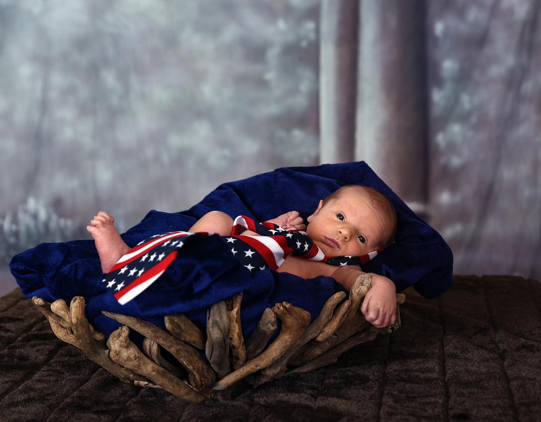 Cason Eversole, baby 1 week old Hazard, Viper Kentucky Bart Massey Photography.  Katie Eversole