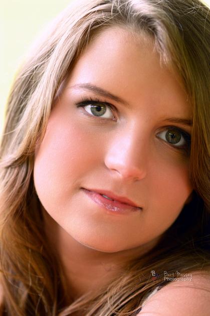Katie from Jenkins Kentucky had her senior photos taken by Bart Massey at Red Foxx.