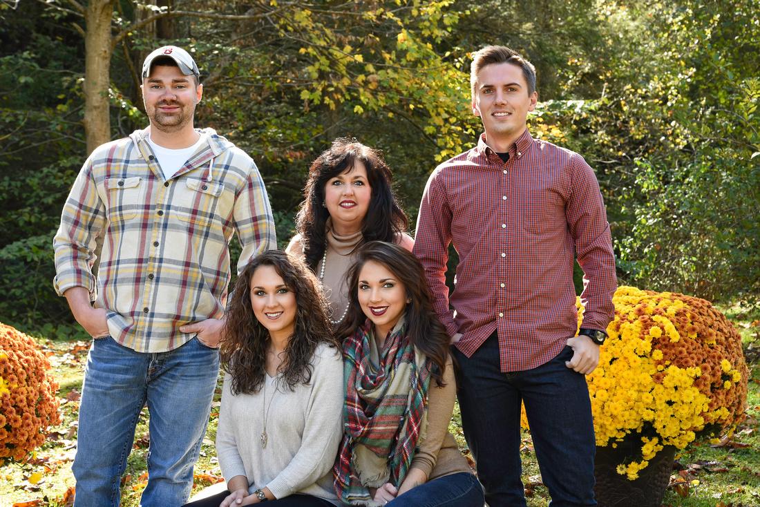 Donna's Farler Roark  Family Viper Kentucky Maces Creek Fall family photographs MaKinsie SaVannah Ross Austin